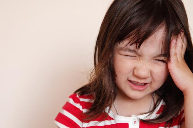 Nên đưa con đi khám ngay lập tức nếu trẻ có một trong các dấu hiệu này - Ảnh 3.