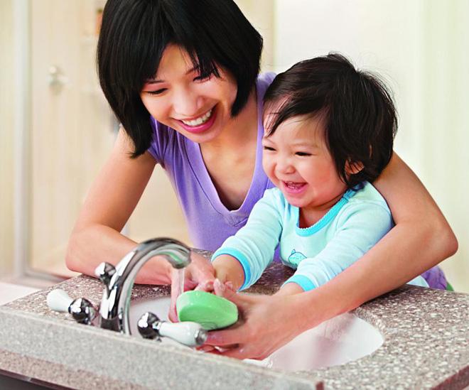 4 cách phòng tránh cảm cúm, viêm đường hô hấp cho trẻ trong mùa lạnh cha mẹ nào cũng cần biết - Ảnh 2.